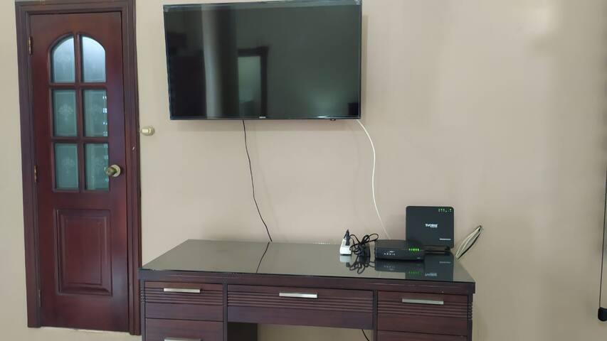 Esta suite cuenta con servicio de internet, directv gold, garaje, ducha de agua caliente, televisor de 43 pulgadas en el dormitorio master