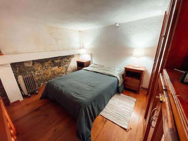 Double bed on the 2nd floor. Very comfortable | Cama matrimonial en el 2do piso. Muy comodo