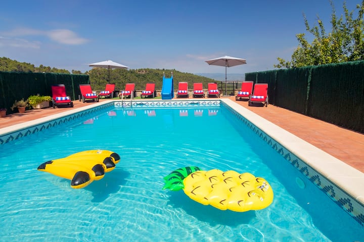 Private pool villa near Barcelona for 8 sleeps.