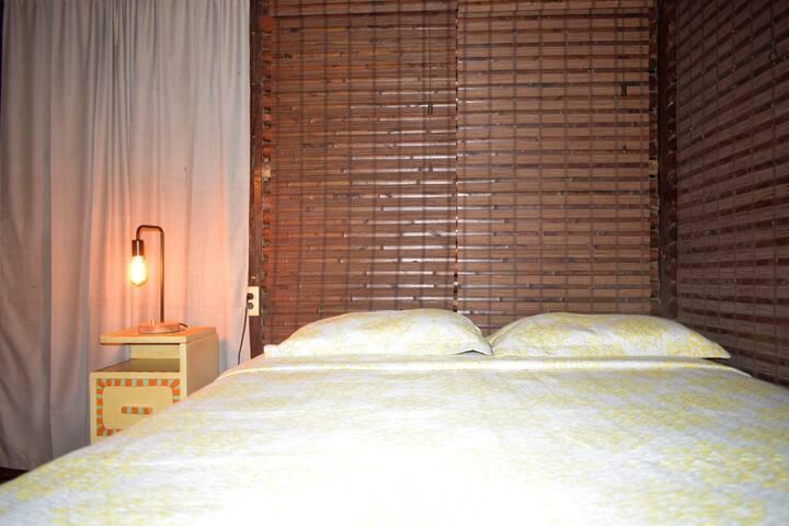 Hab. doble 2 camas / baño compartido- La Qhia