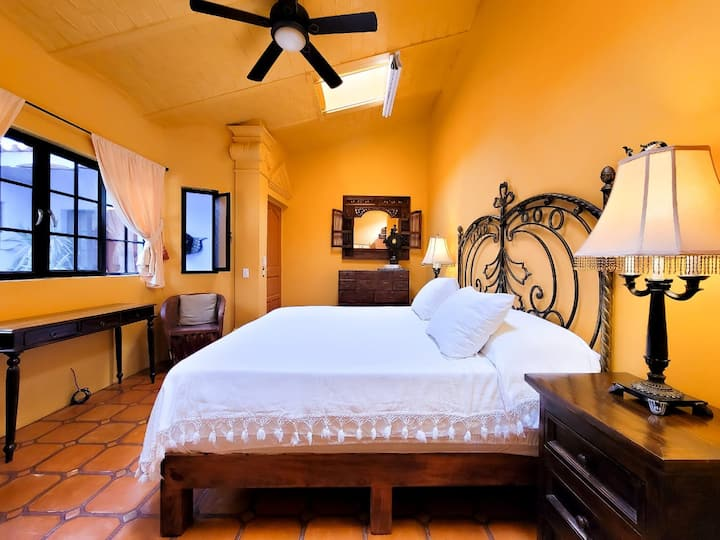 #4 - Cozy Room w King Bed - Ajijic Centro - Maid