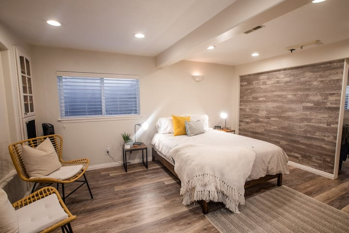 New Kona Cove at South Mountain | Perfect Studio
