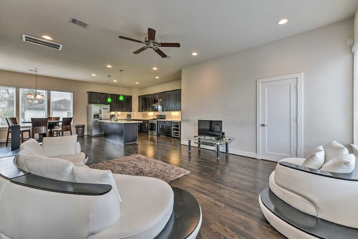 Artsy Comfy 3 Story Home Fully Loaded Private Gate