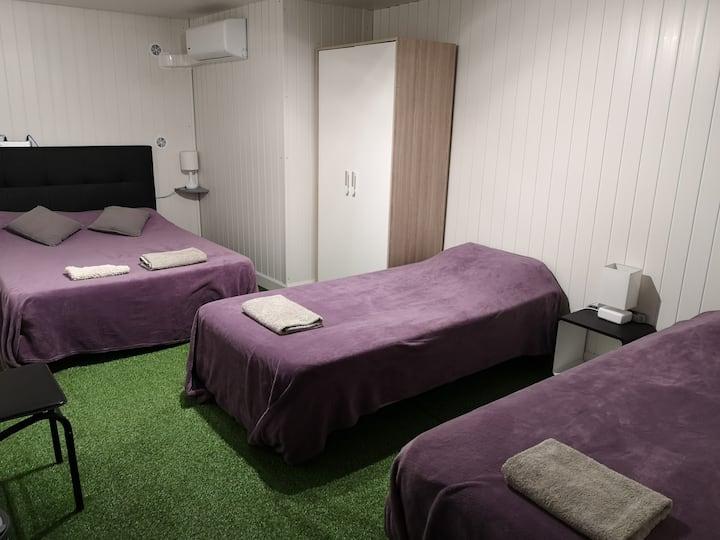 Chambre climatisée pour 1 à 4 personnes (B3)
