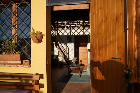 Casa blu sui colli bolognesi