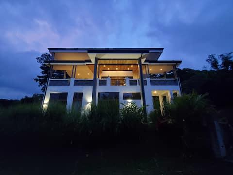 Jungle Luxury Rental.....Casa Elements Costa Rica