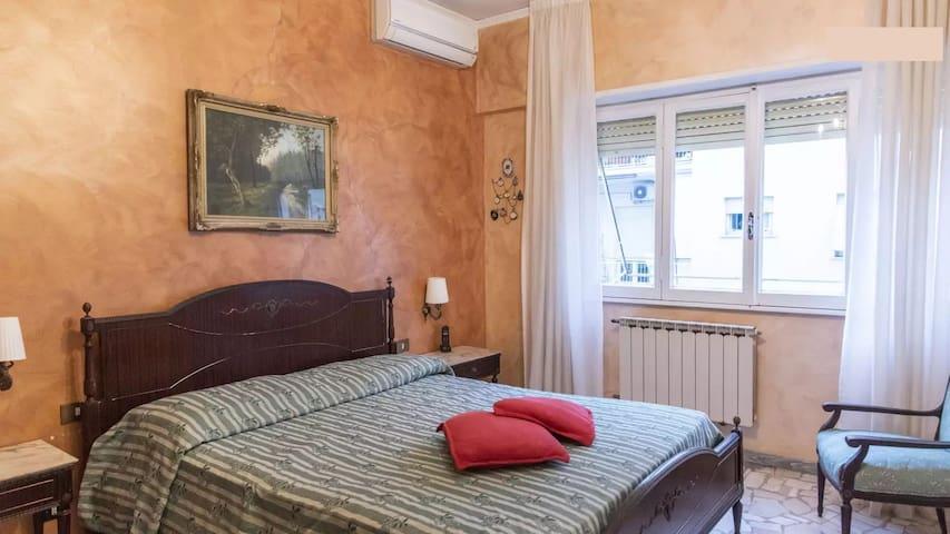 camera in appartamento con tutti confort