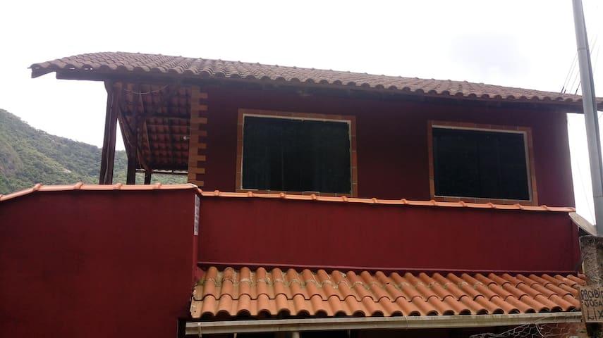 Casa no centro de Lumiar-RJ. 2 quartos