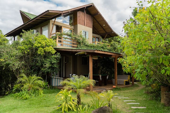 CASA JUNGLE -FLORIPA/PRAIA, 3 SUITES + 1 Mezanino!