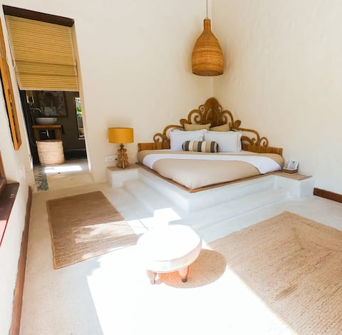Expansive Himalayan view suite with all meals.