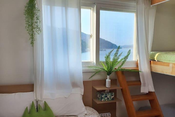 바닷가 2~4인실 독채룸(최대4인)