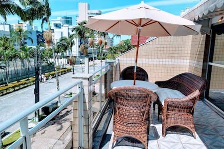 Apartamento em Caiobá-Matinhos-Pr 2 quadras do mar