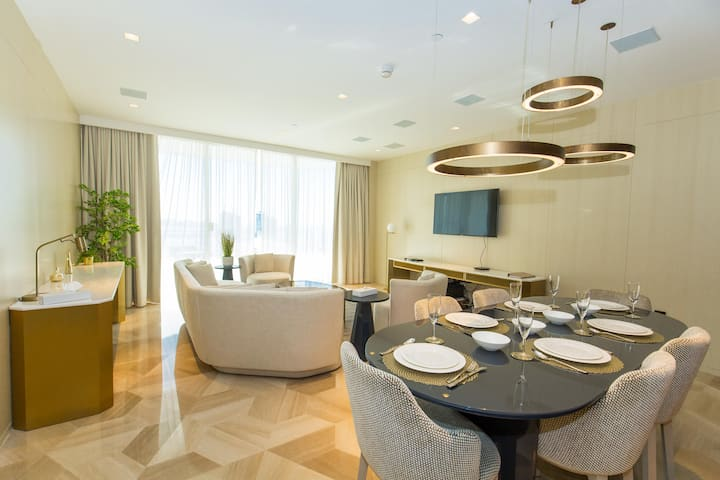 Luxury Apt & Private Beach - FIVE Palm Jumeirah