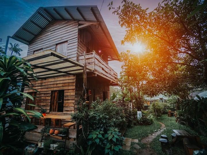 Wood House Garden - Full House+ tent+  Bar+ garden