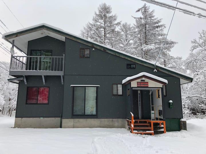 白馬 五竜・47スキー場へ車で5分  8人まで利用出来る一軒家 B-LODGE