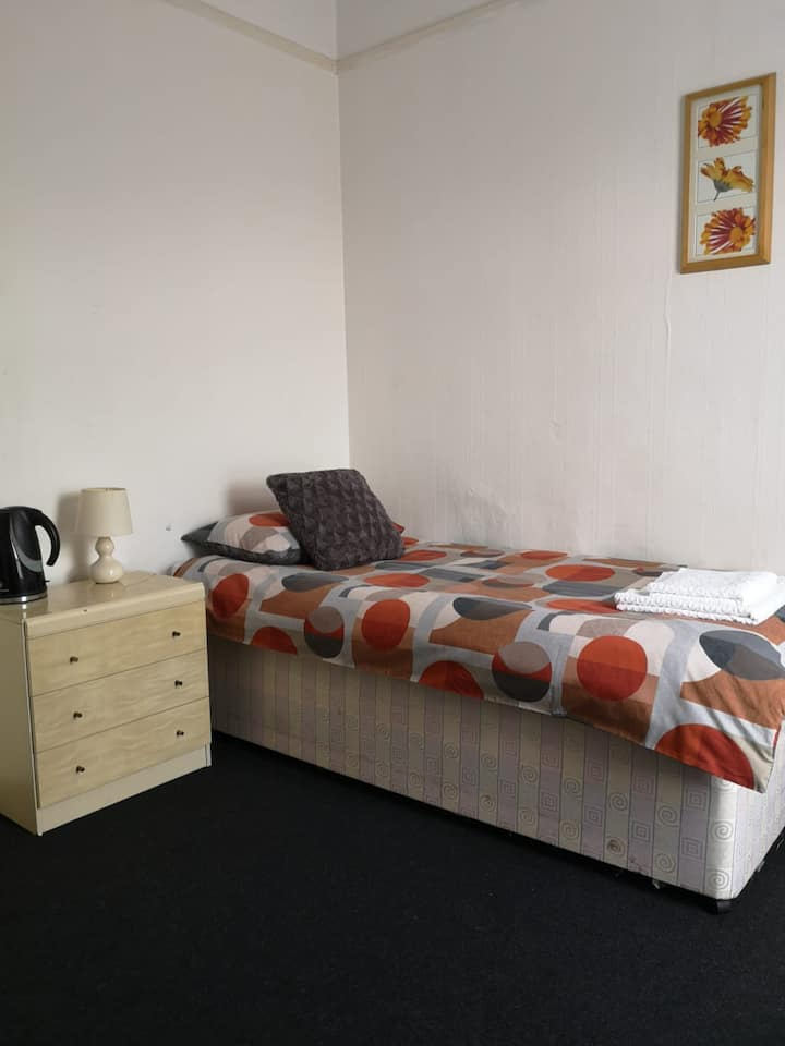 Blackburn - Great prices, best rooms, nice place !