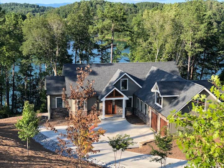 New upscale house with private dock on Lake Keowee