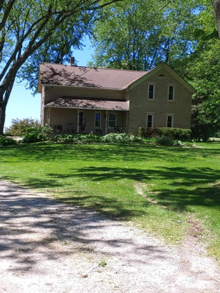 Unique 1898 Remodeled Farm House near Green Bay
