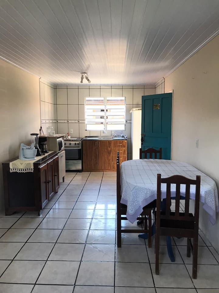Casa com dois quartos na região central