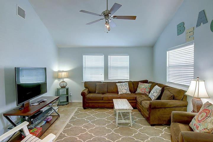 Living room w/ Direct TV & Roku!