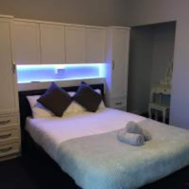 Queens Guest House double s/b