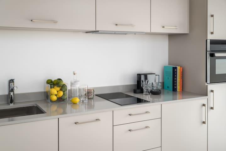 NEW Studio Apartment Suite Central Brighton