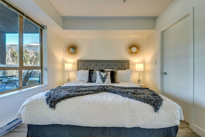 King bed, lovely decor and view!