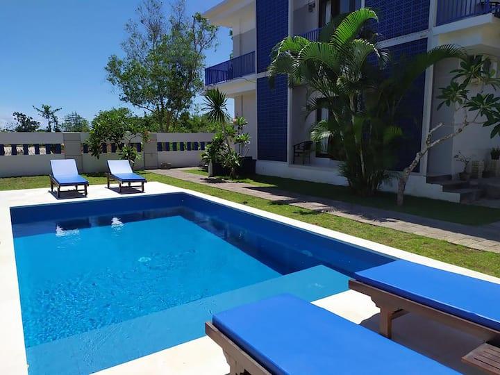 Room w/ seating area, kitchen & pool - 5 min Beach