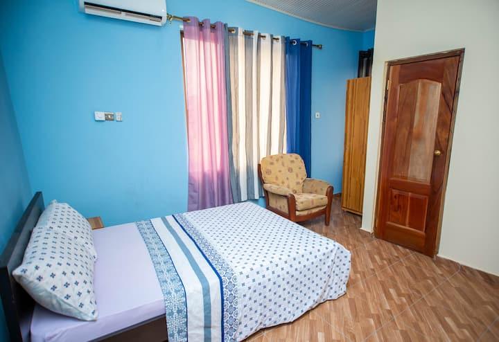 Aadee's Guest House - J Room