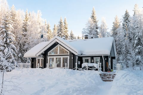 Sovereign cottage with lake view and sauna