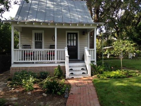 Privat hytte i baggården i det historiske hjem