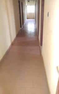 Le couloir d environ 1m