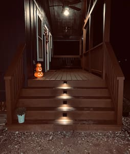 There four steps to go up onto the porch of the cottage.