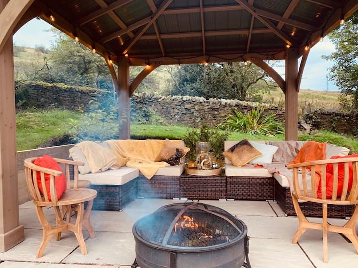 5* Reviewed, Cozy hideaway,  FirePit and Gazebo