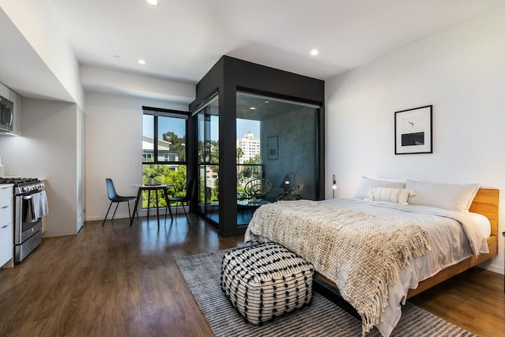 Modern Luxurious Studio in the heart of HLWD