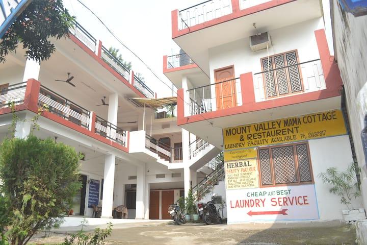 cozy single privet room in Tapoven Rishikesh