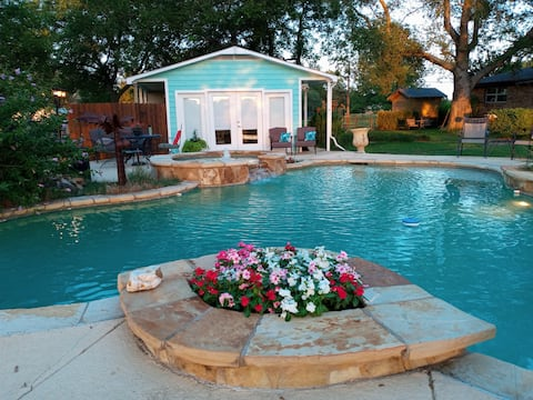 Escape City Life to Green Acres w/Private Pool&Spa