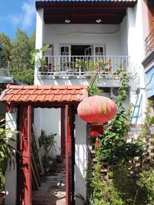 Chez Phuong -PRIVATE HOUSE IN CAT BA