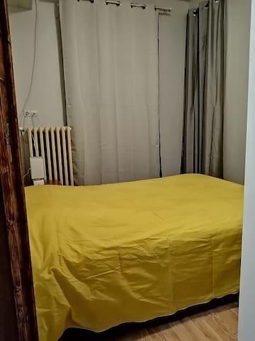 chambre 2 un lit 140
