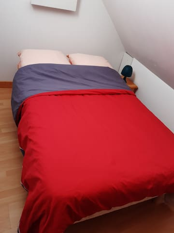 chambre 4 avec lit 110