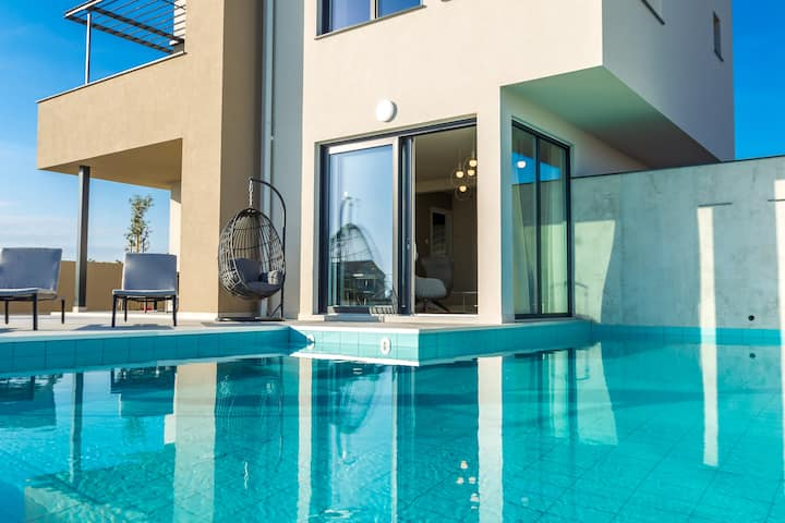 Deluxe 5*villa with infinity pool for 8 - Sea-view