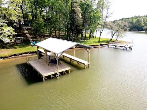 Lake Chickamauga Bungalow and Private Dock
