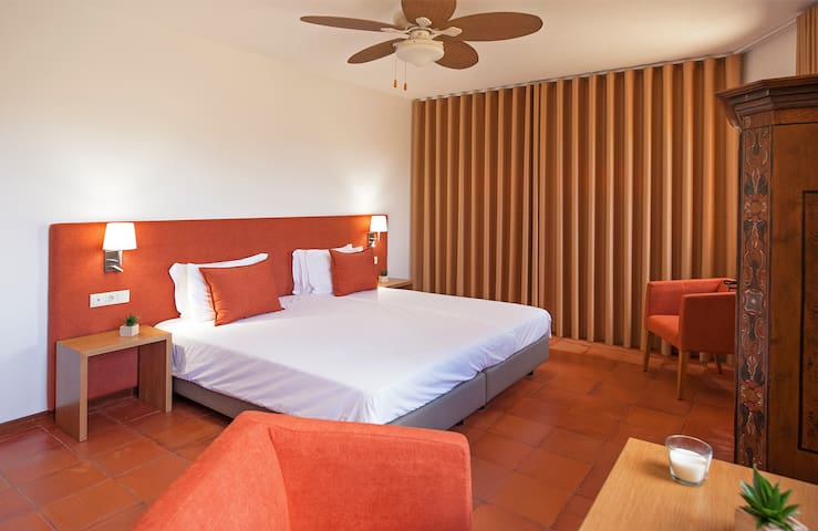 Room # 3 Terra Chã Bedroom refurbished in May 2020   • North side of the house • 20m2 • King size bed 2 x 2 m • WC with shows • Bidét