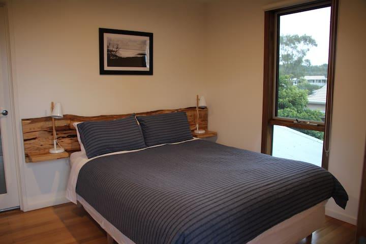 Room 1 QB with Balcony views