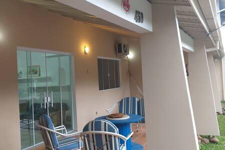 varanda e entrada para sala e cozinha.