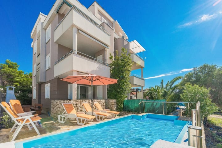 Apartment with private pool at Novalja - Pag