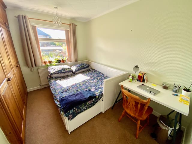 Sunny Double Room  nr. Northern General