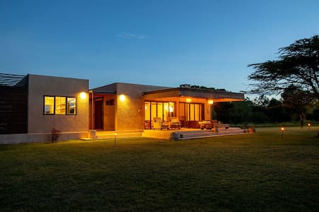 Modern self-catering house in Mara Conservancy
