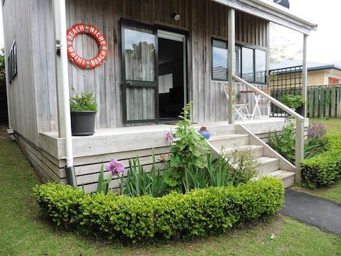 Beach Niche Cottage  :  Cute - Cosy - Comfortable