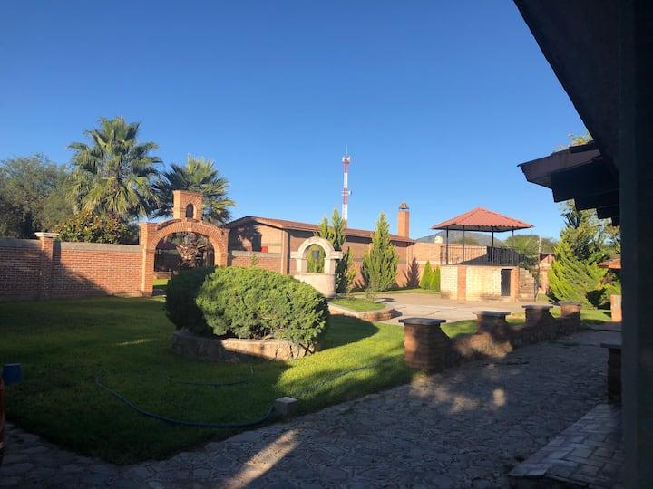 Hermosa Villa cerca de Sombrerete y Nombre de Dios